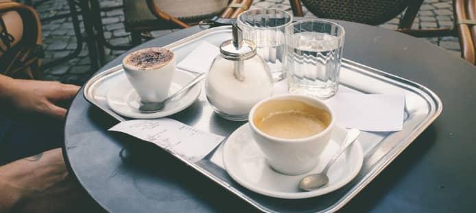 terrasse d'un café parisien