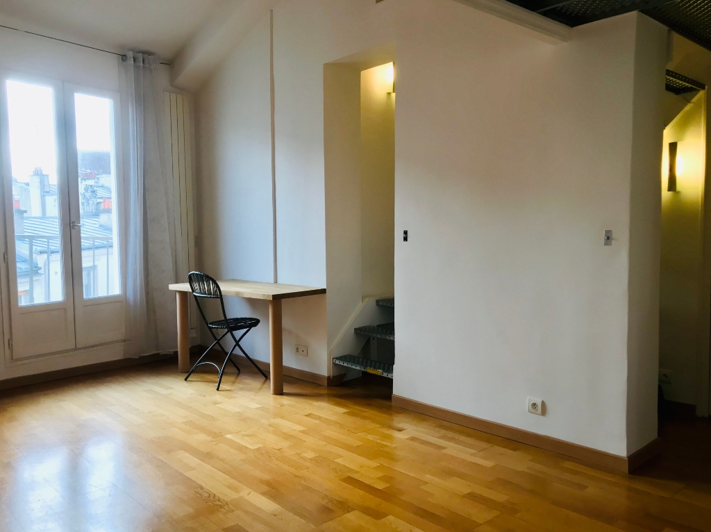 PARIS 18 Studio with mezzanine of 26m² 4