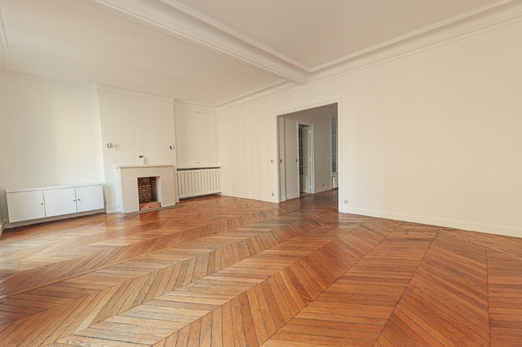 Paris 7th Apartment – 3/4 Rooms 91 m2 2
