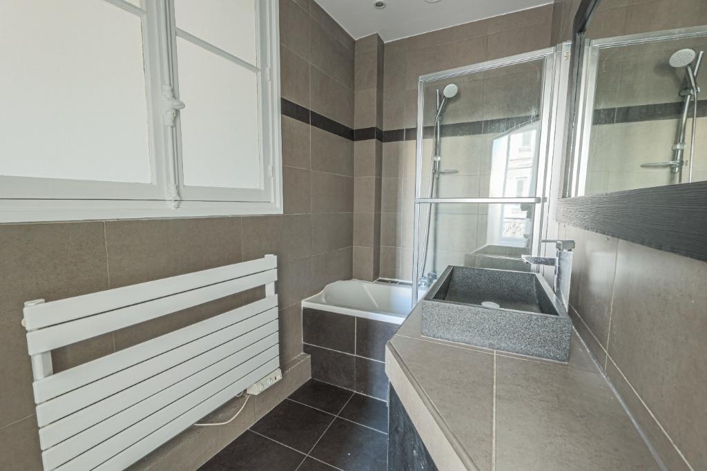 Paris 7th Apartment – 3/4 Rooms 91 m2 9