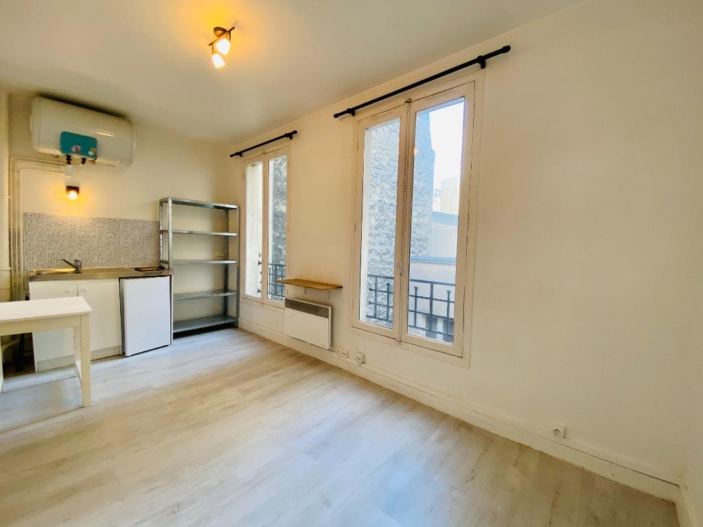 Montmartre empty studio 3