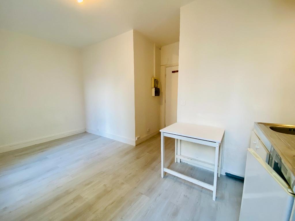 Montmartre empty studio 4