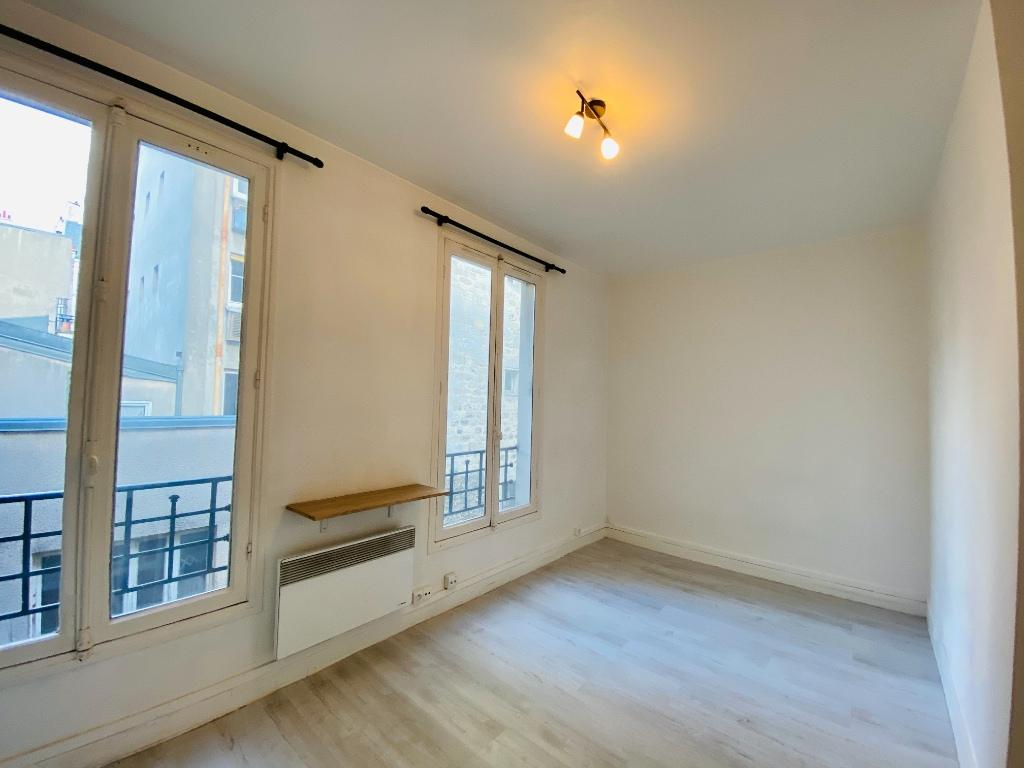 Montmartre empty studio 5