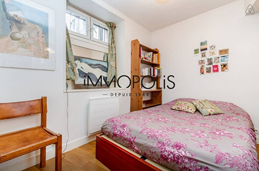 In the heart of the Abbesses, magnificent, ultra-optimized 4-room apartment, with a large living room of 28.43 M², very quiet: to visit urgently! 5