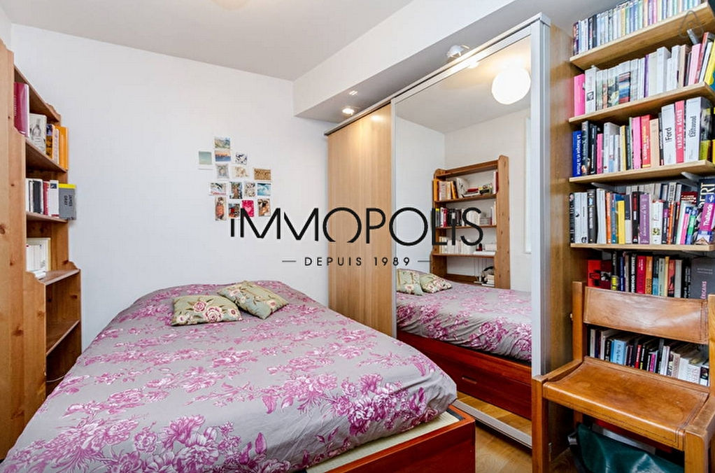 In the heart of the Abbesses, magnificent, ultra-optimized 4-room apartment, with a large living room of 28.43 M², very quiet: to visit urgently! 6
