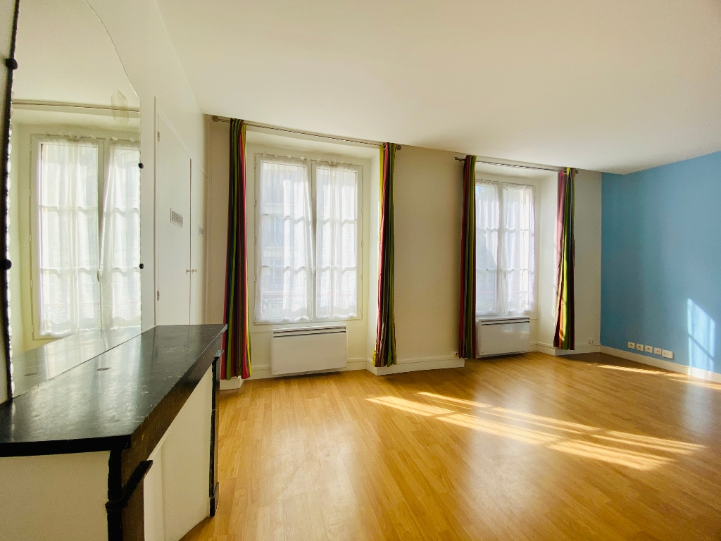 2P of 35m² in the heart of the Abbesses 1