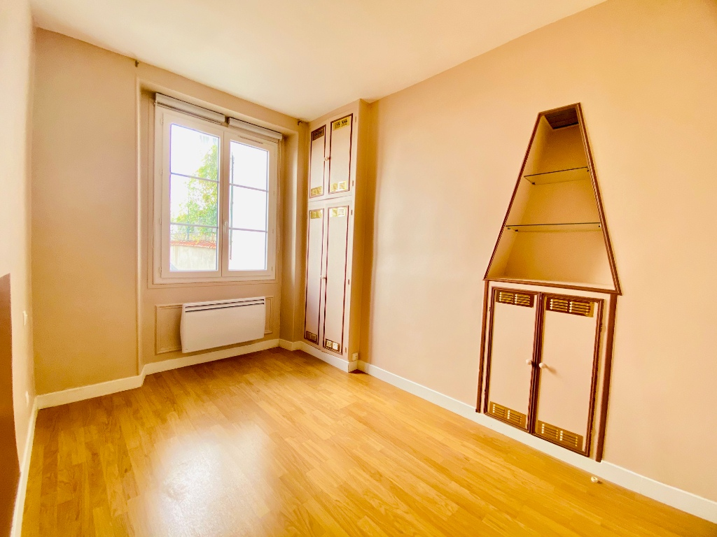 2P of 35m² in the heart of the Abbesses 11