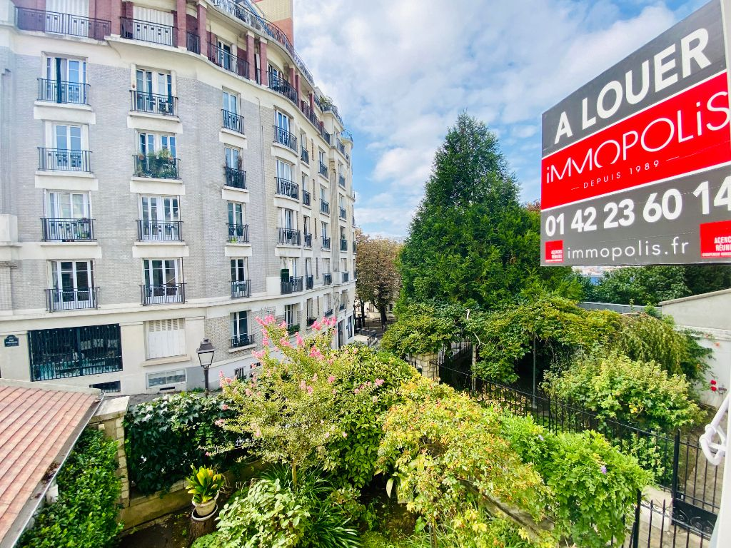 2P of 35m² in the heart of the Abbesses 13