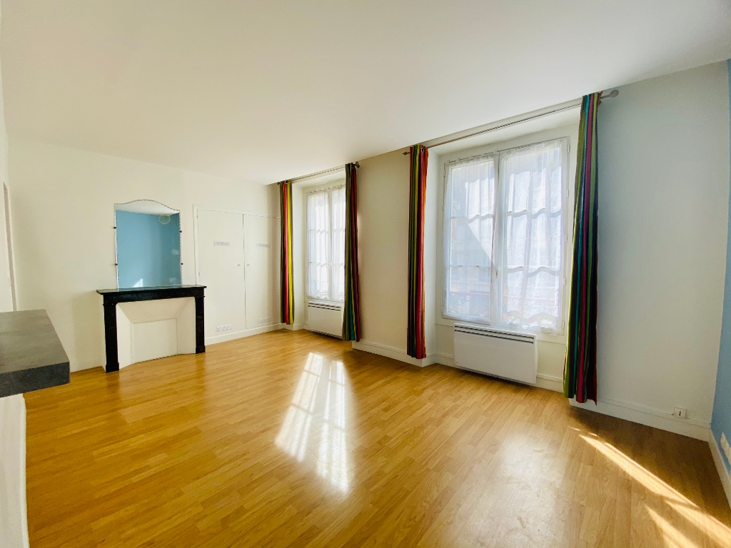 2P of 35m² in the heart of the Abbesses 2