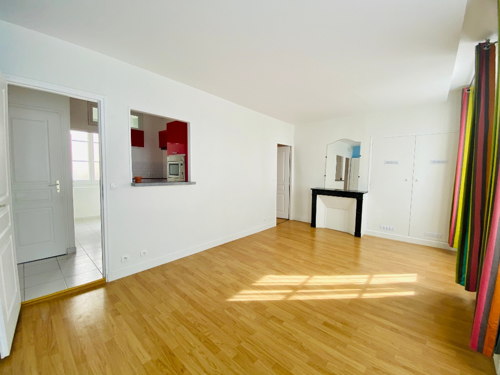 2P of 35m² in the heart of the Abbesses 3