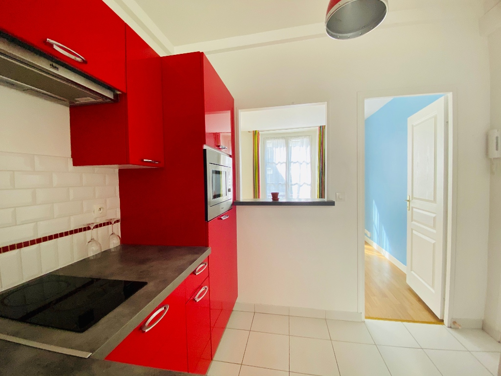 2P of 35m² in the heart of the Abbesses 8