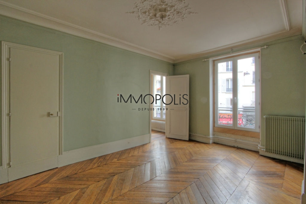 Beautiful 3 rooms to renovate 47,11 m² located in Abbesses in a good stone building 1