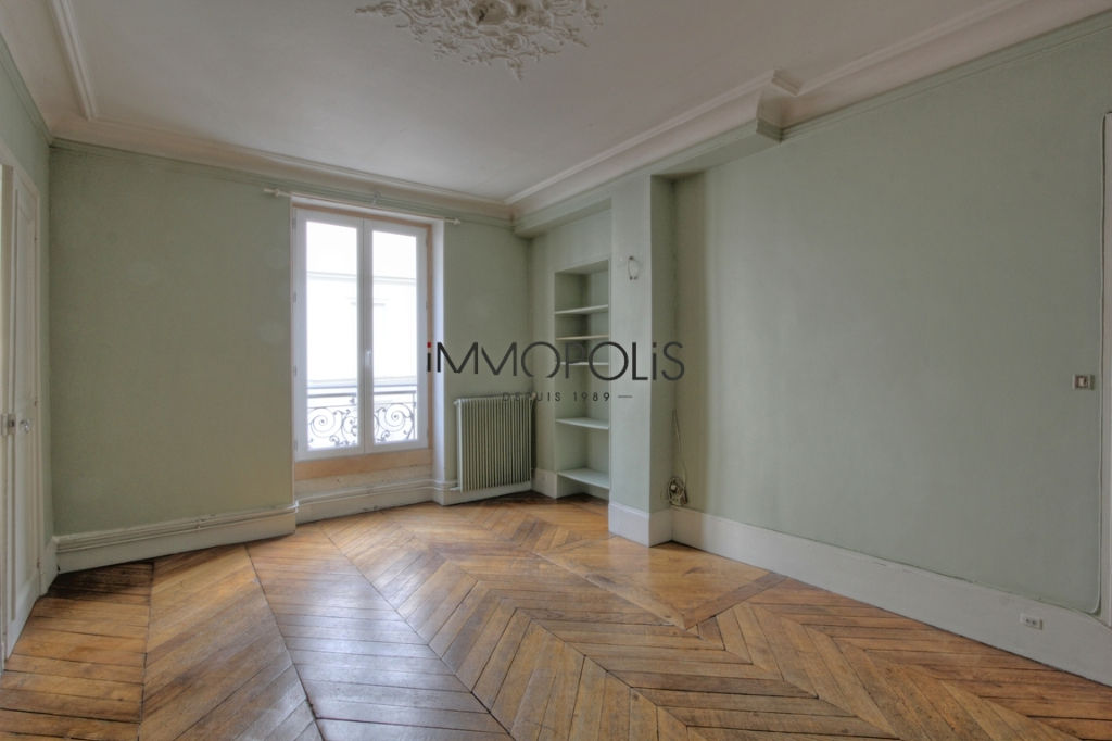 Beautiful 3 room apartment to renovate of 47.11 M² located in Abbesses in a good freestone building 2