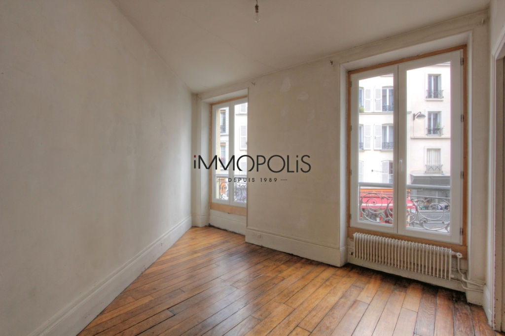 Beautiful 3 room apartment to renovate of 47.11 M² located in Abbesses in a good freestone building 3