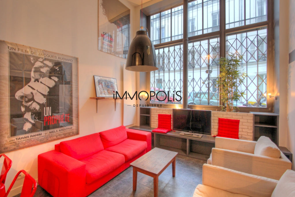 Atypical space in Montmartre, duplex, renovated with beautiful volumes 2