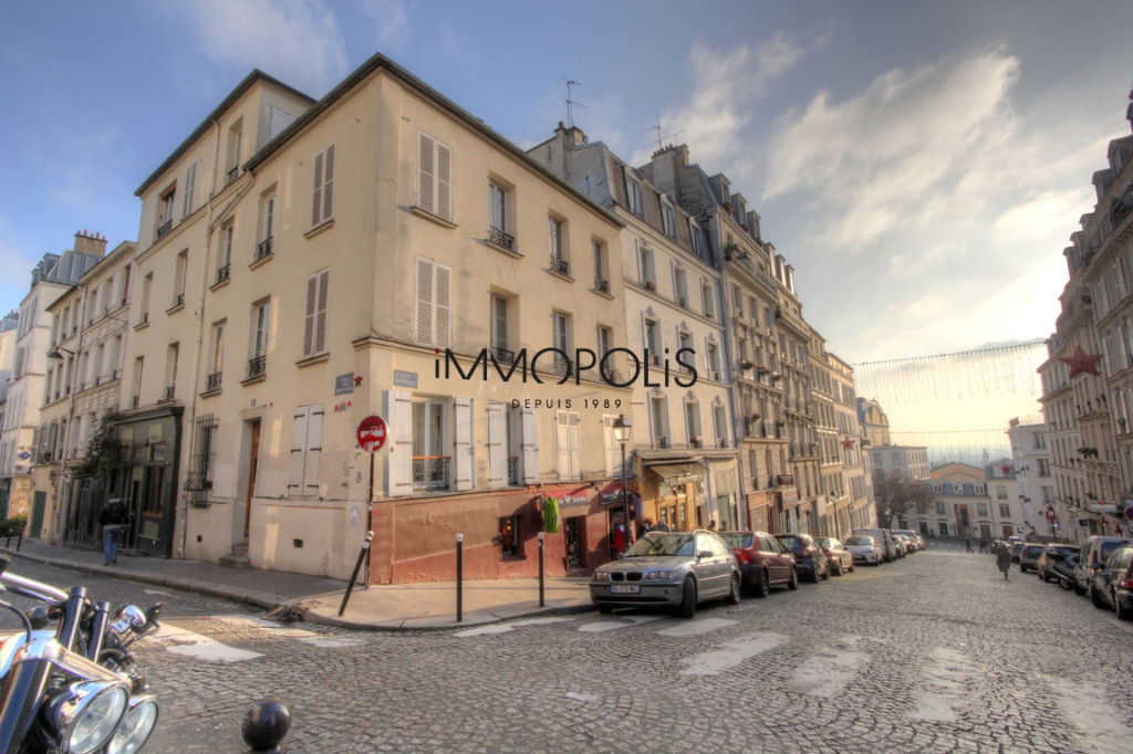 GOOD CASE: 2 rooms to renovate at the abbesses of 28.81 m² 1