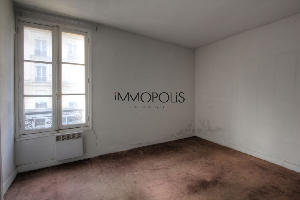 Good deal: 2 rooms to renovate at the Abbesses of 28.81 M² 2