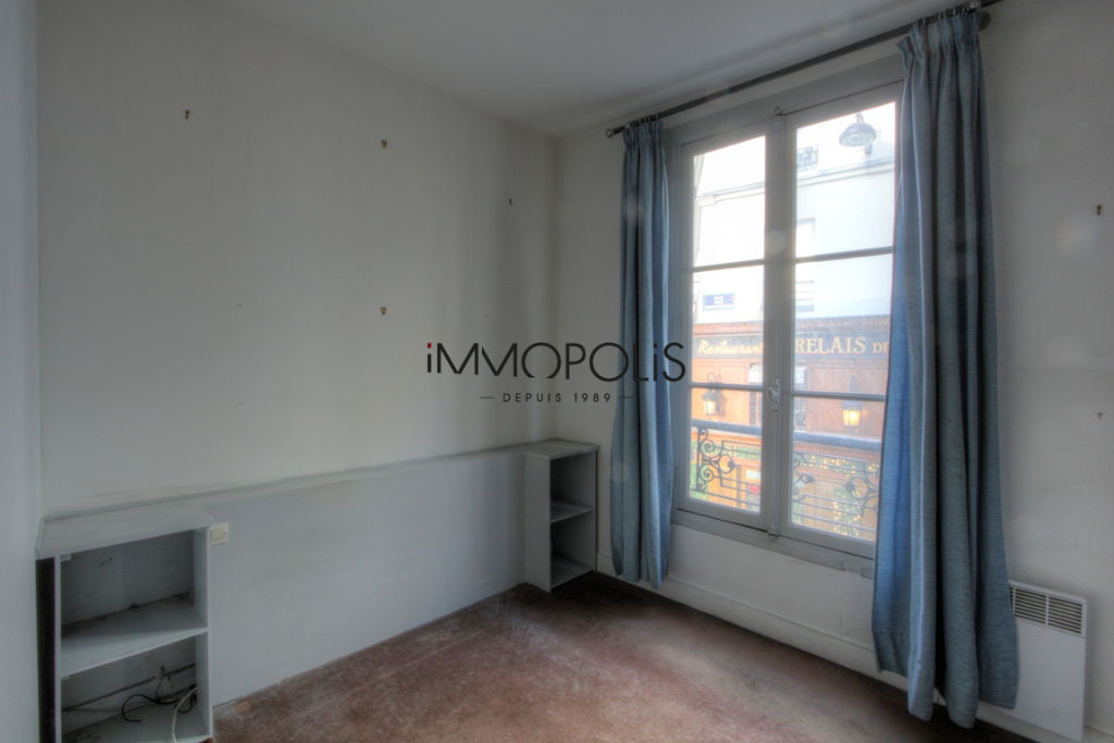 Good deal: 2 rooms to renovate at the Abbesses of 28.81 M² 5