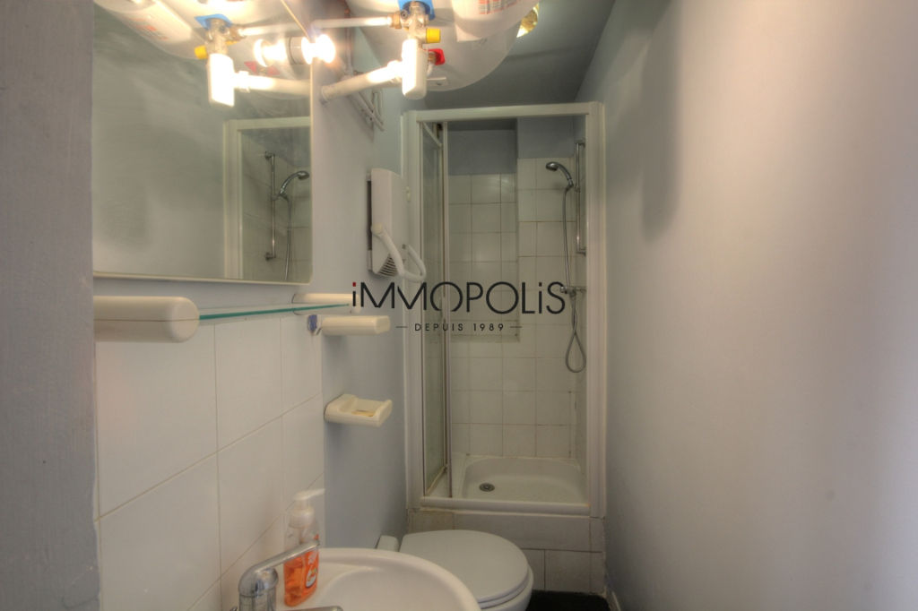 Good deal: 2 rooms to renovate at the Abbesses of 28.81 M² 6