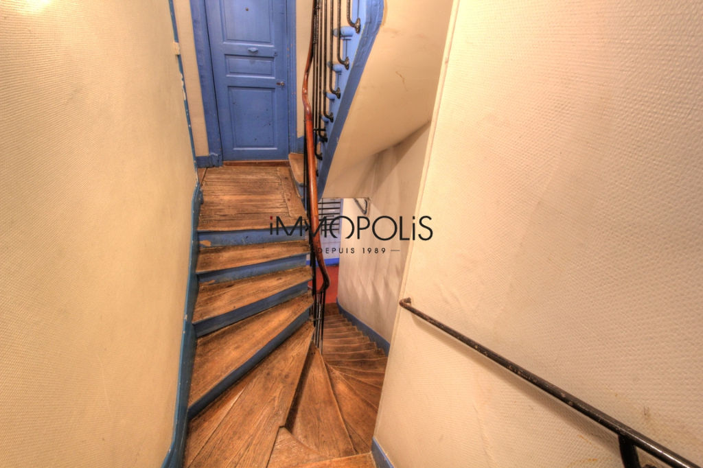 Good deal: 2 rooms to renovate at the Abbesses of 28.81 M² 7