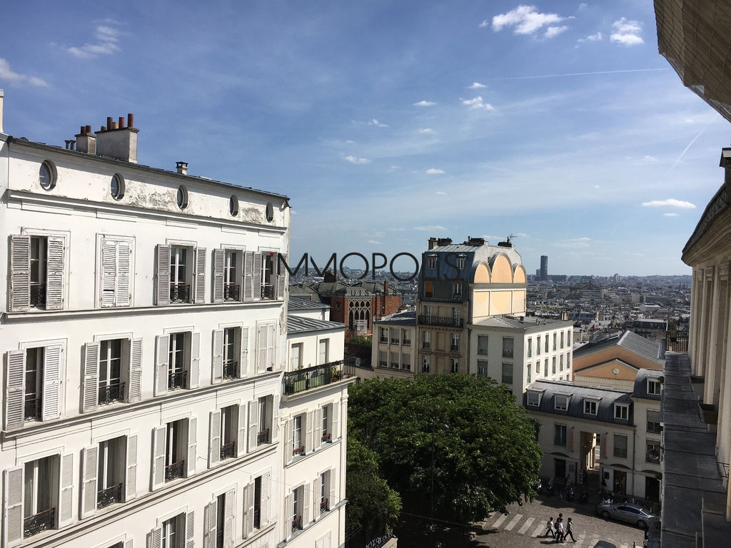Beautiful 2 room apartment at the Abbesses, rue Ravignan, with open views! 1