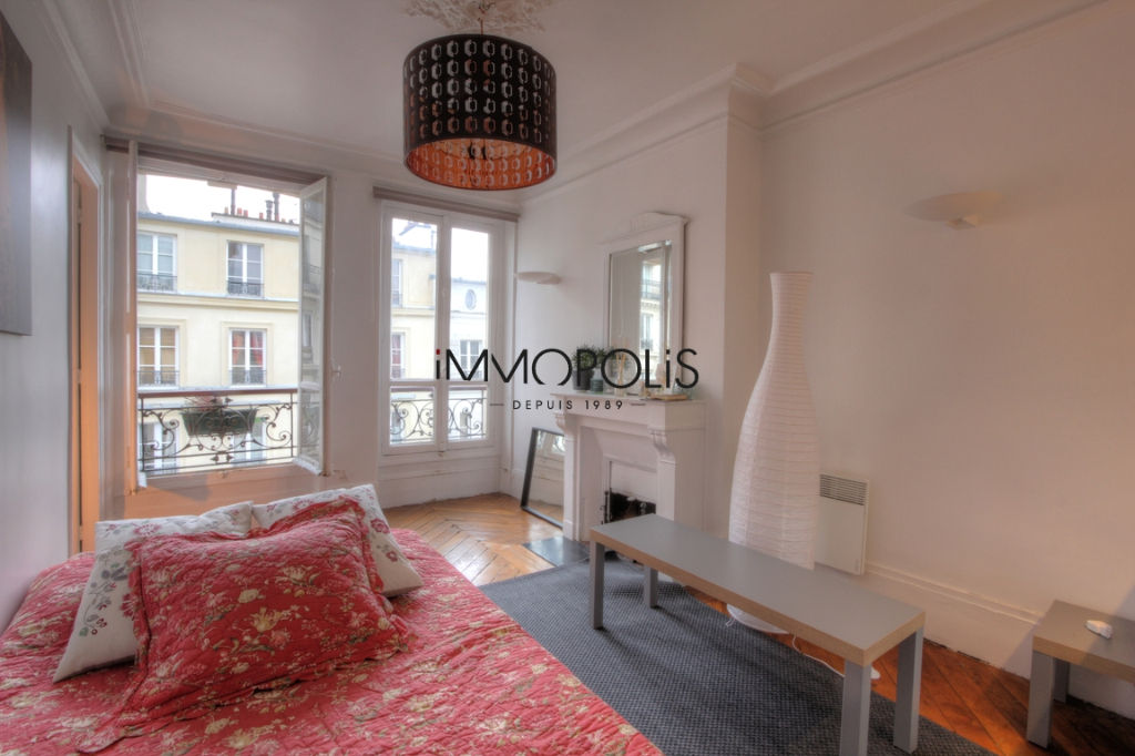 Beautiful 2 rooms at Abbesses, Rue Ravignan, with screw with clear screw! 2