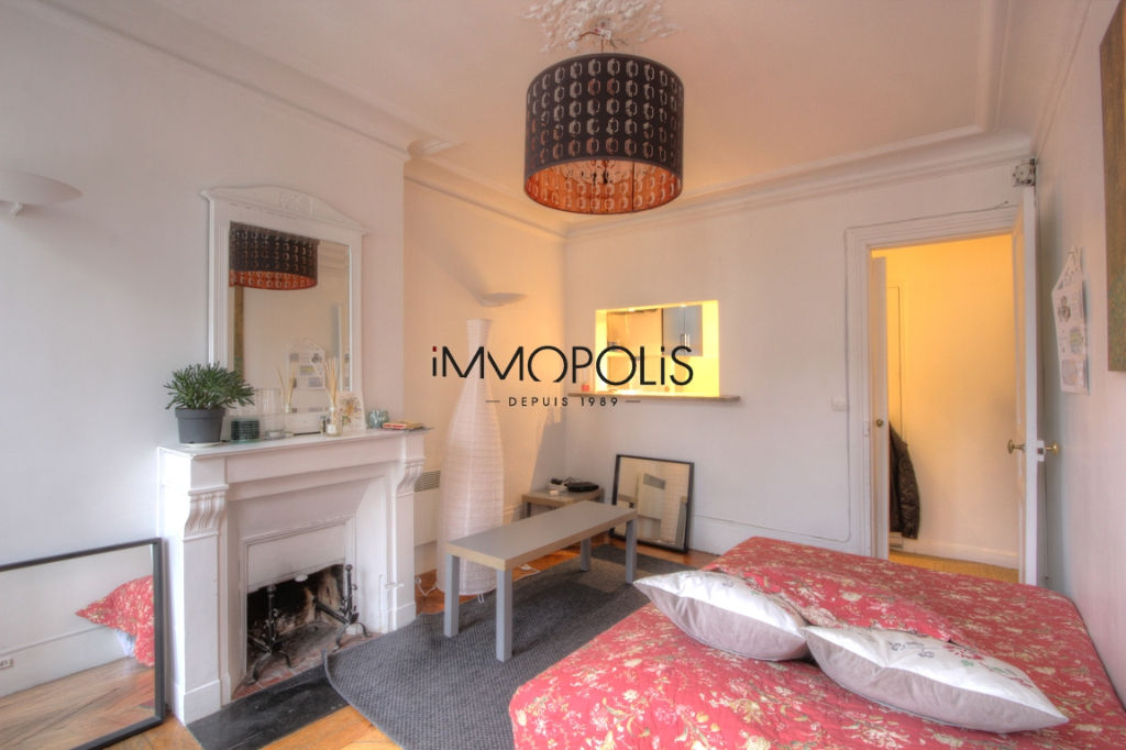 Beautiful 2 rooms at Abbesses, Rue Ravignan, with screw with clear screw! 3