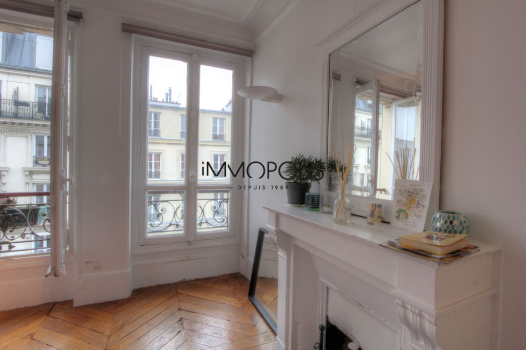 Beautiful 2 rooms at Abbesses, Rue Ravignan, with screw with clear screw! 4