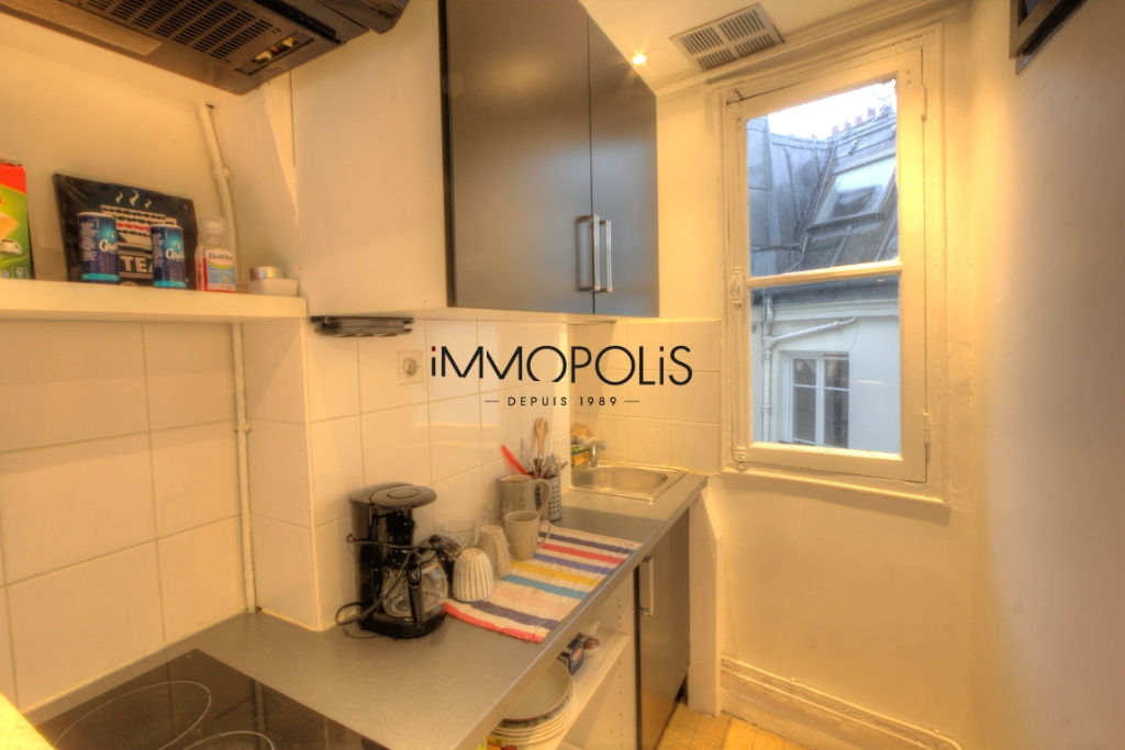 Beautiful 2 rooms at Abbesses, Rue Ravignan, with screw with clear screw! 5
