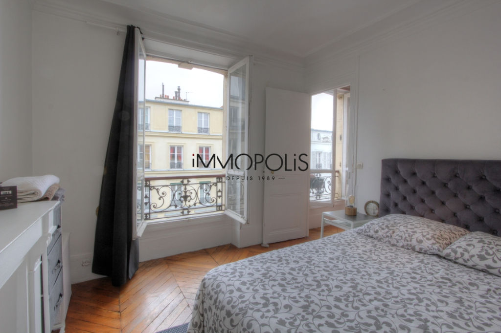 Beautiful 2 rooms at Abbesses, Rue Ravignan, with screw with clear screw! 6