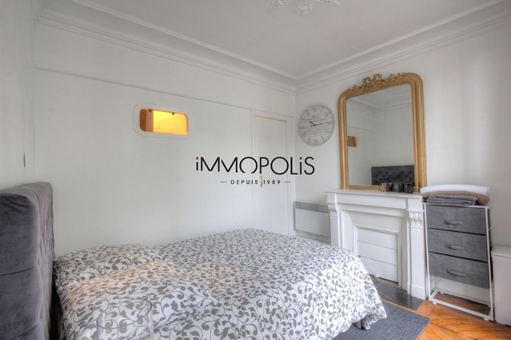Beautiful 2 rooms at Abbesses, Rue Ravignan, with screw with clear screw! 7