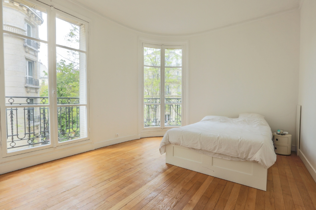 Rue Caulaincourt: Magnificent FAMILY apartment with 5 rooms 5