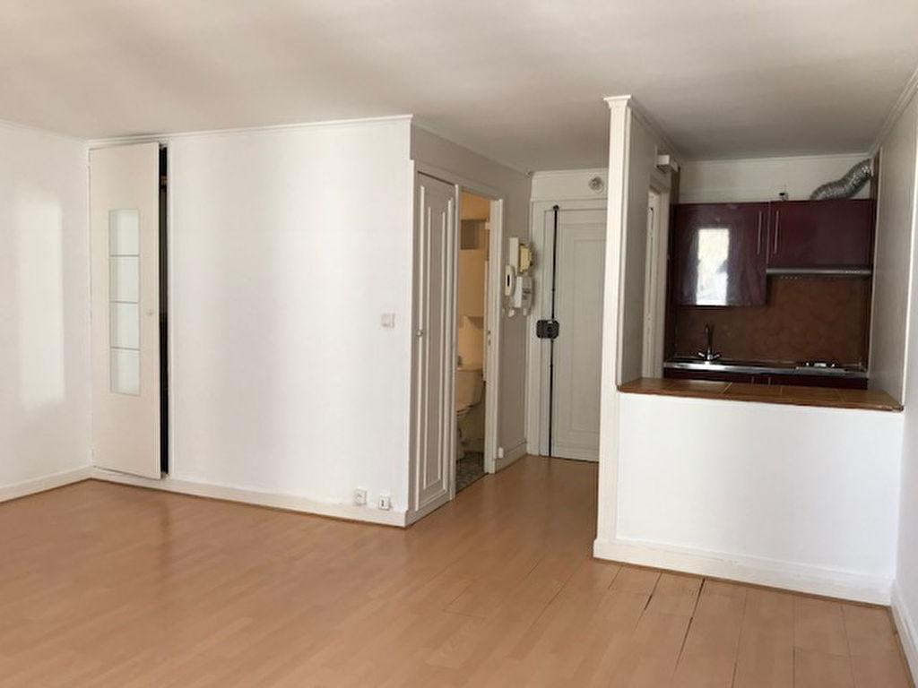 Studio non meublé  – 28 m² – Paris 18ème 2