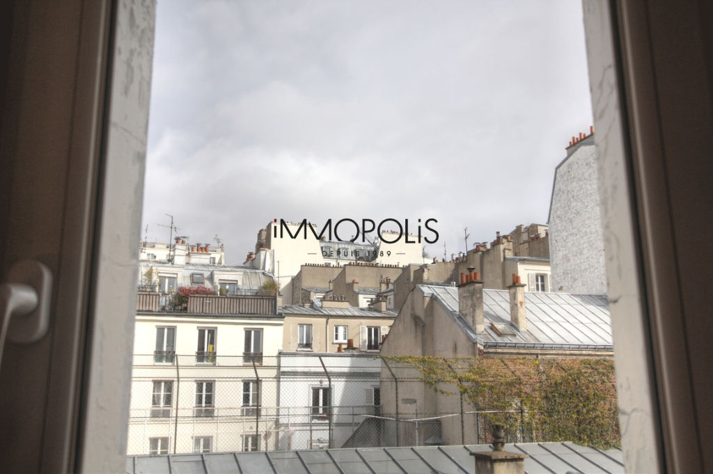 Renovated apartment superbly located at the intersection of Lepic and Abbesses streets 4
