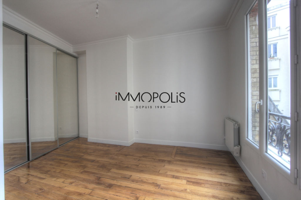Renovated apartment superbly located at the intersection of Lepic and Abbesses streets 5