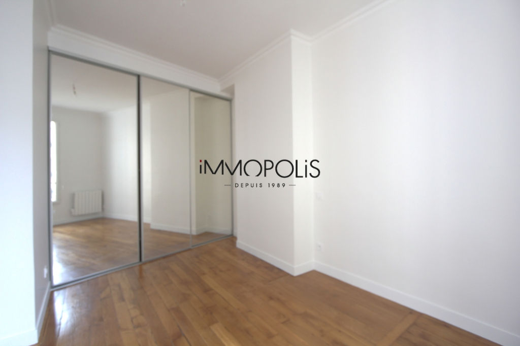 Renovated apartment superbly located at the crossroads of Lepic and Abbesses streets 6