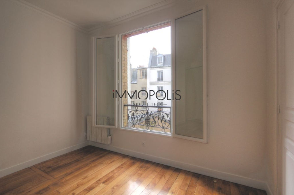 Renovated apartment superbly located at the crossroads of Lepic and Abbesses streets 7