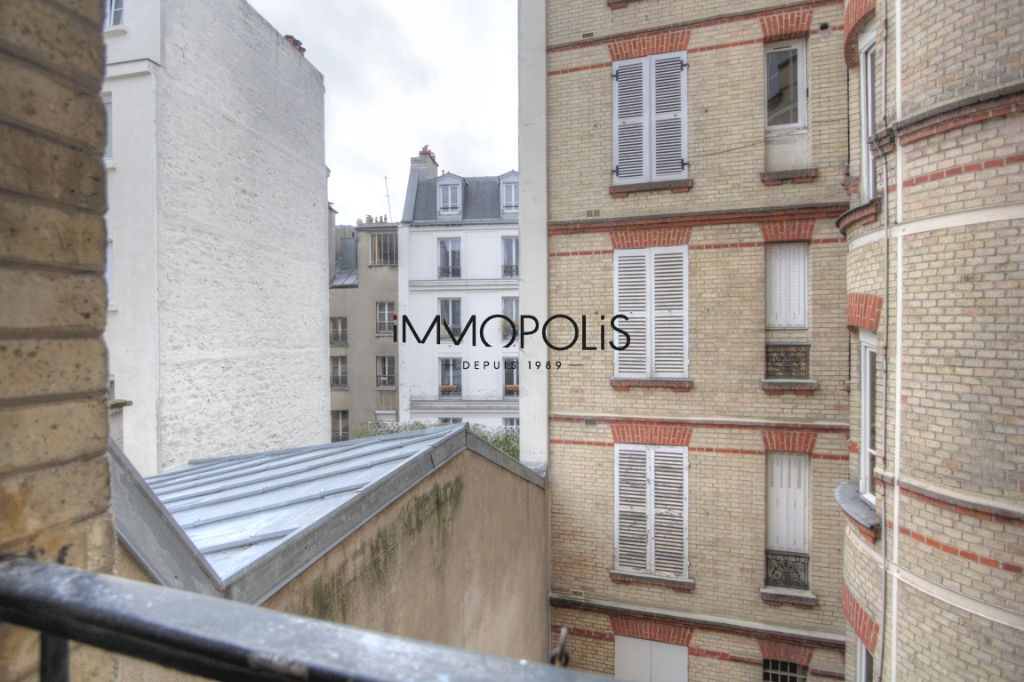 Renovated apartment superbly located at the crossroads of Lepic and Abbesses streets 8