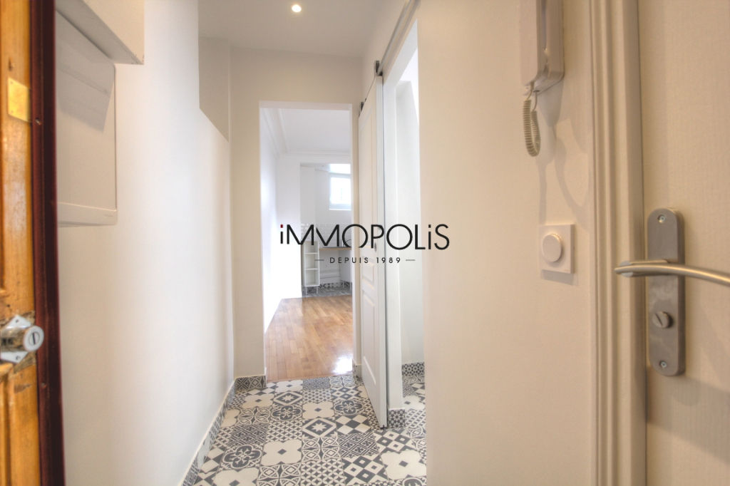 Renovated apartment superbly located at the intersection of Lepic and Abbesses streets 9