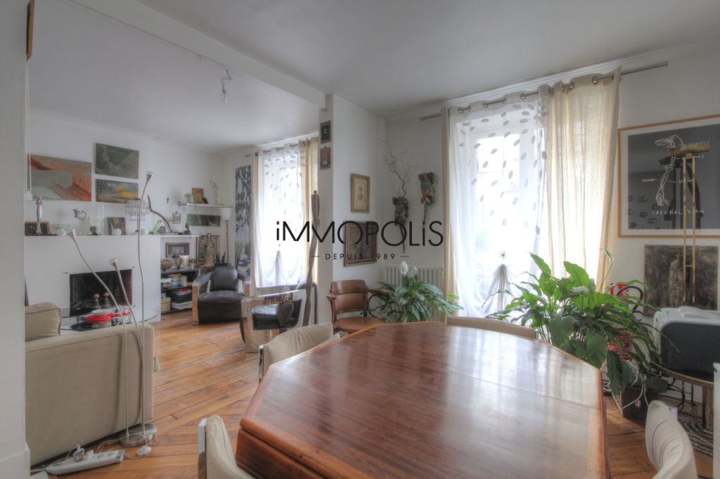 Very beautiful 2/3 room apartment in Abbesses, full of charm, perfect plan: to see! 1