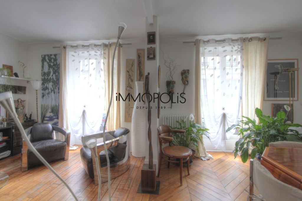 Very nice 2/3 rooms in Abbesses, full of charm, perfect plan: to see! 4