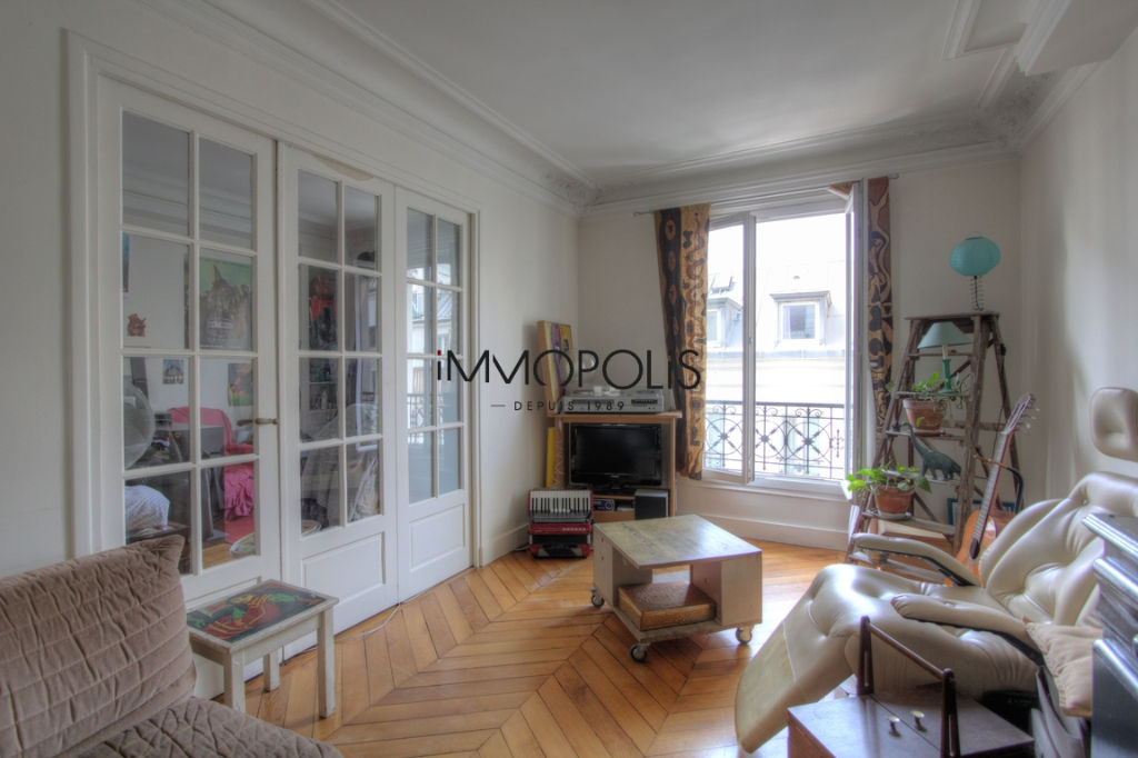 Exclusivity: beautiful 3-room apartment with perfect plan, clear and calm, 55.21 M² with little overlooked! 1