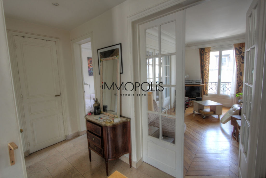 Exclusivity: beautiful 3 room apartment with a perfect plan, clear and calm, of 55.21 M² with little opposite! 5