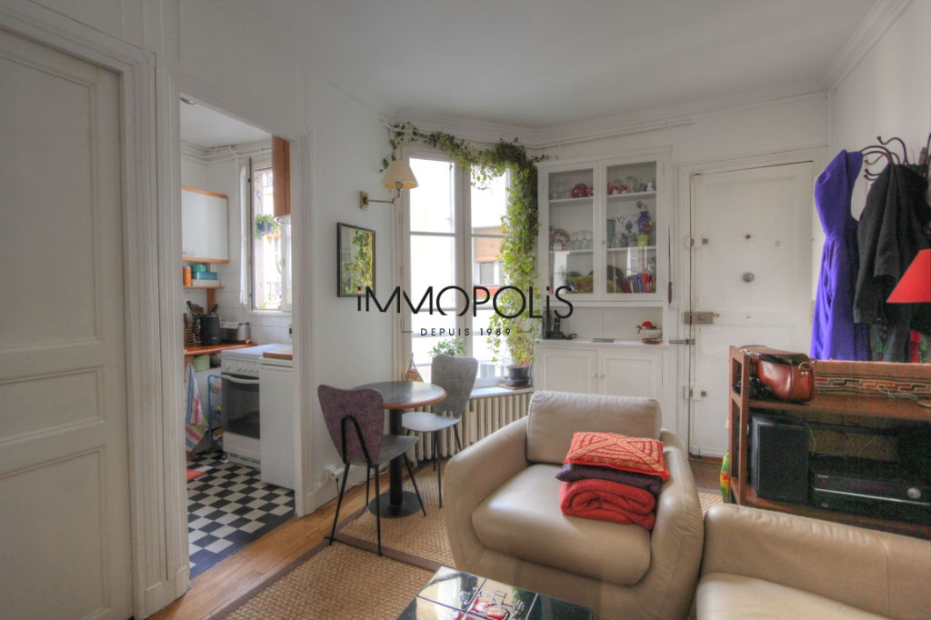 Charming 3 room apartment overlooking Montmartre pedestrian path 2