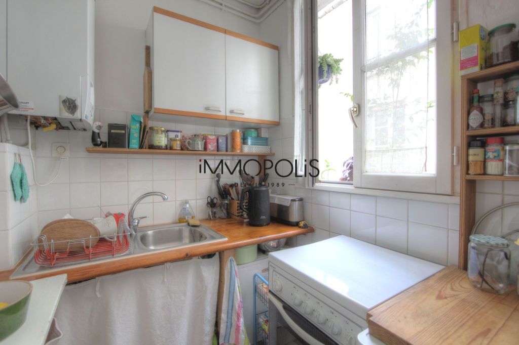 Charming 3 room apartment overlooking Montmartre pedestrian path 4
