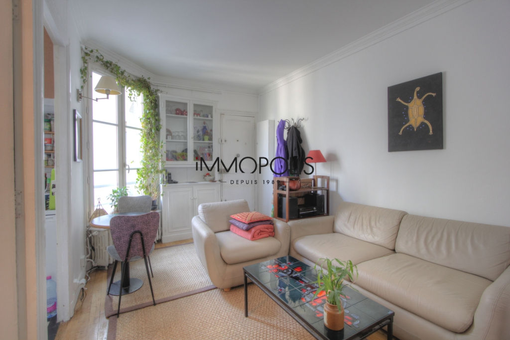 Charming 3 room apartment overlooking Montmartre pedestrian path 5
