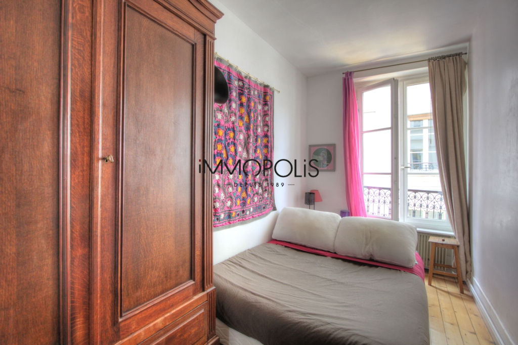 Charming 3 room apartment overlooking Montmartre pedestrian path 6