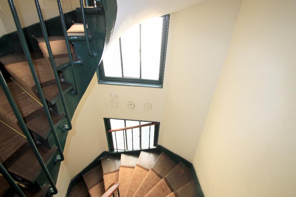 PARIS 18 –  STUDIO RUE MONTCALM – 20 m2 8