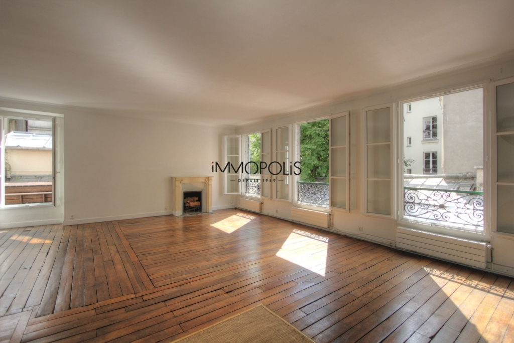 « Comme une maison »: superb duplex with terrace located in one of Montmartre's most atypical condominiums! 3