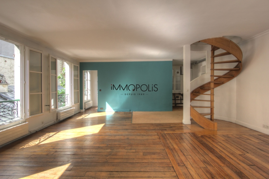 « Comme une maison »: superb duplex with terrace located in one of Montmartre's most atypical condominiums! 5